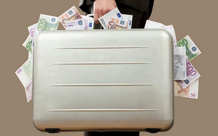 Сокрытие денег директором от ИФНС привело к возбуждению уголовного дела