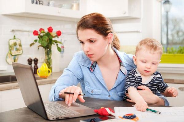 О досрочном выходе из отпуска по уходу за ребенком следует предупреждать работодателя